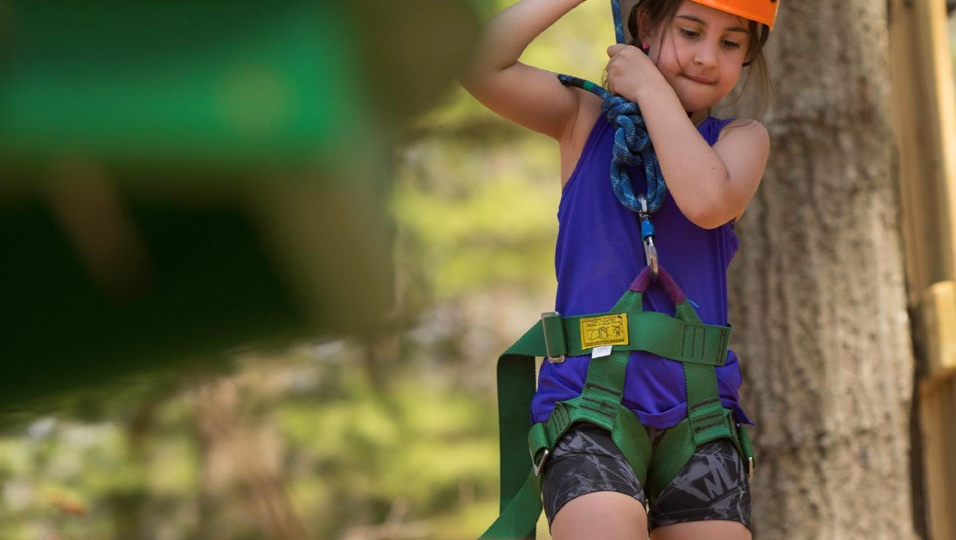 Student in challenge course